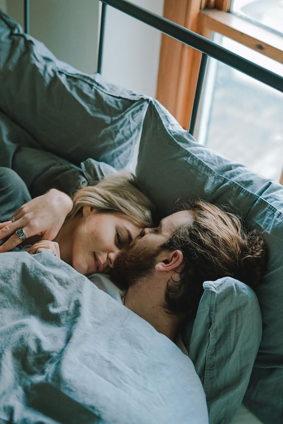 5 vprašanj, ki ti bodo razkrila, ali te vodi ljubezen ali zgolj poželenje (foto: Toa Heftiba | Unsplash)