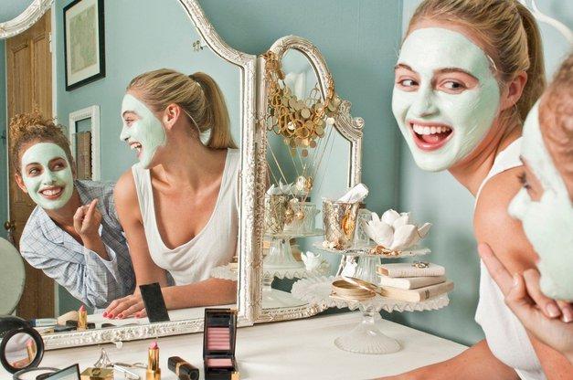 'TO je edina maska za obraz, ki jo zdaj še uporabljam' (izkušnja mlade Slovenke) (foto: Profimedia)