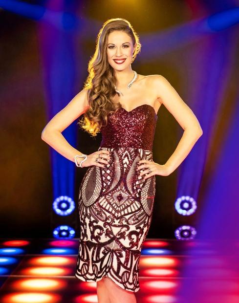 Prelepa televizijska voditeljica Tara Zupančič ima zvezdništvo dobesedno v krvi! Poglej, s katero izjemno priznano in uspešno slovensko igralko je …