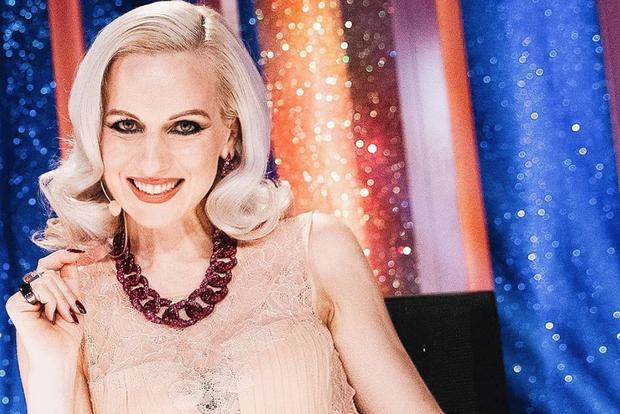 Nika Ambrožič Urbas je brez dvoma najbolj damski del plesne POP TV oddaje Zvezde plešejo, svoje znanje o modi in …