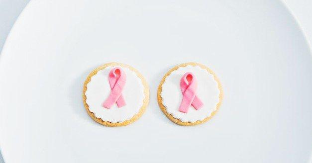 Rak na dojkah: Poleg bulice, bodi pri pregledovanju pozorna tudi na TA simptom (rade ga spregledamo!) (foto: Profimedia)