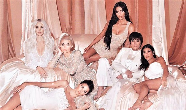 Klan Kardashian spet postregel s Photoshop spodrsljajem (in to ne samo z enim!) (foto: Instagram/Kim Kardashian)