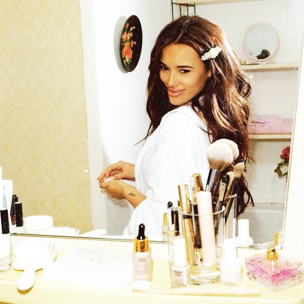 Je tvoja kozmetika VEDNO razmetana? Modne gurujke prisegajo na TA nasvet Marie Kondo (foto: Profimedia)