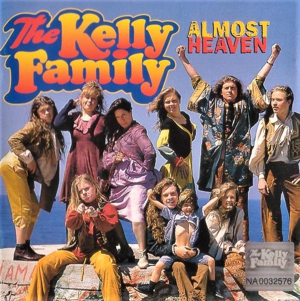 Si tudi ti v svoji mladosti oboževala pojočo družino Kelly? Poglej, kako člani enega največjih glasbenih fenomenov, ki se je …