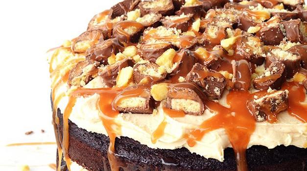 RECEPT: Nebeška Twix tortica, ki je tako dobra, kot izgleda (foto: Tessa Arias)