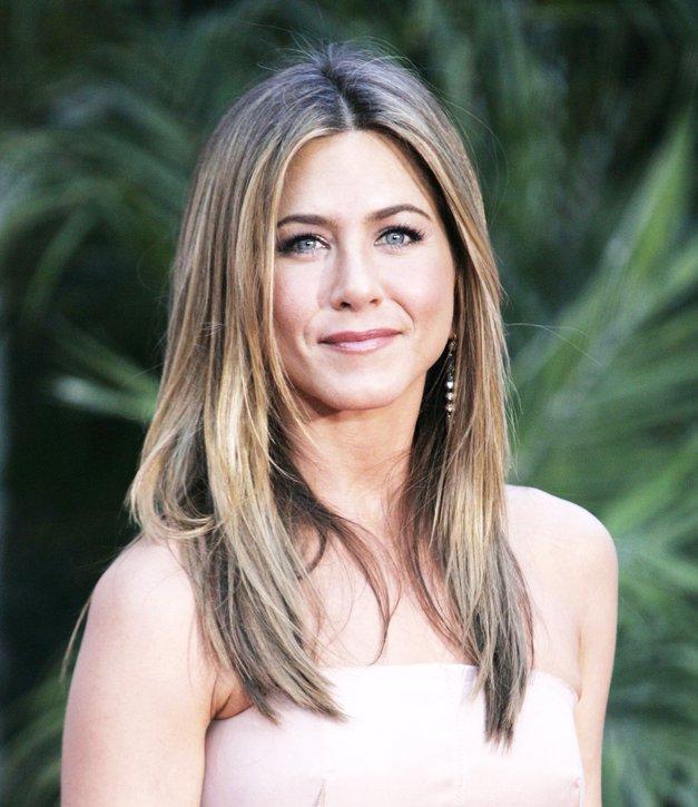 Jennifer Aniston je oblekla fantastične pomladne HLAČE (zdaj jih želimo tudi mi) (foto: Profimedia)