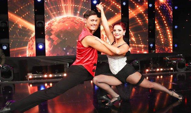 Pa iiiiii, no! Poglej odziv sinčka Tanje Žagar (Zvezde plešejo), ko je videl mamico na televiziji (foto: POP TV)