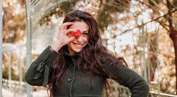 Lara Komar (Znan obraz ima svoj glas): TEGA o njeni družini zagotovo še ne veš!