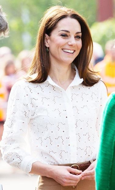 Kate Middleton nam vedno znova dokazuje, da lahko nosi karkoli, da je videti čudovito. Na enem izmed zadnjih kraljevih dogodkov …