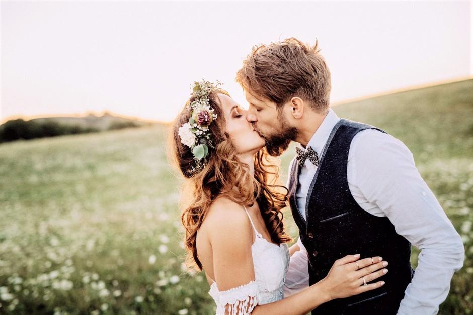 Po TAKŠNI poroki naj bi bila ločitev štirikrat manj verjetna (nov poročni trend!) (foto: Profimedia)