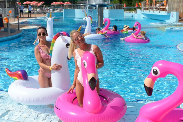 VIDEO: Poglej, kako fino smo se imeli na Cosmo pool party 💦💦 (foto: Primož Predalič)