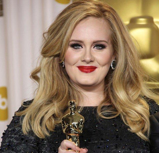 TAKO Adele izgleda, odkar se je ločila od svojega moža (namig: seksi, kot še nikoli) (foto: Profimedia)