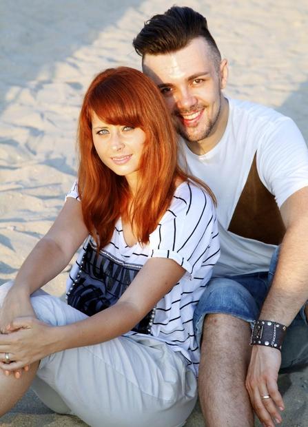 Raay in Marjetka sta svojo ljubezen okronala leta 2010, skoraj 10 let kasneje pa smo v arhivu našli njune poročne …