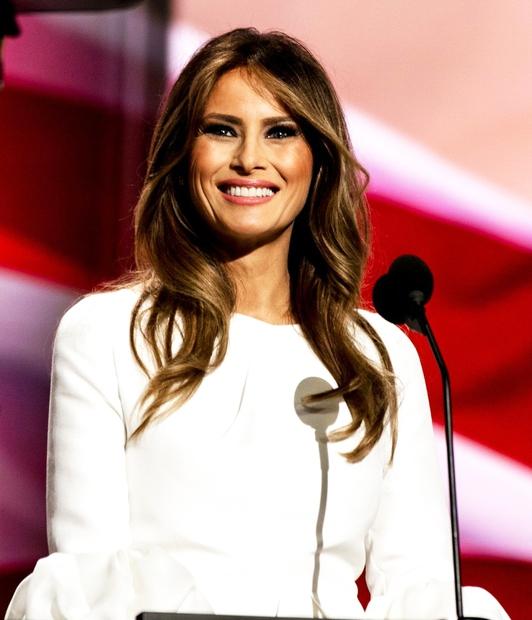 Melania Trump morda ni najbolj priljubljena prva dama v zgodovini Združenih držav Amerike, je pa nedvomno ena izmed najbolje oblečenih! …