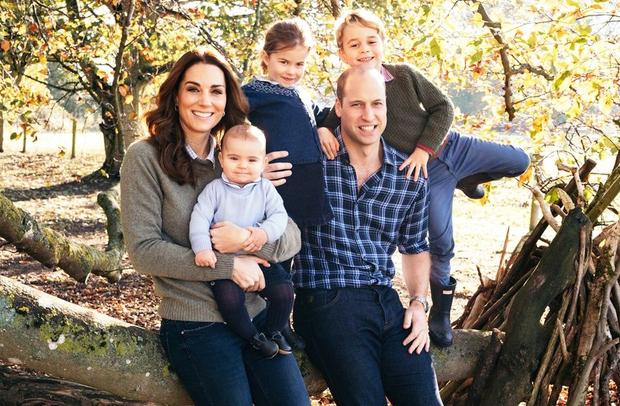 Mali princ George je v ponedeljek praznoval že svoj 6. rojstni dan. Voščili so mu seveda tudi vsi kraljevi Instagram …