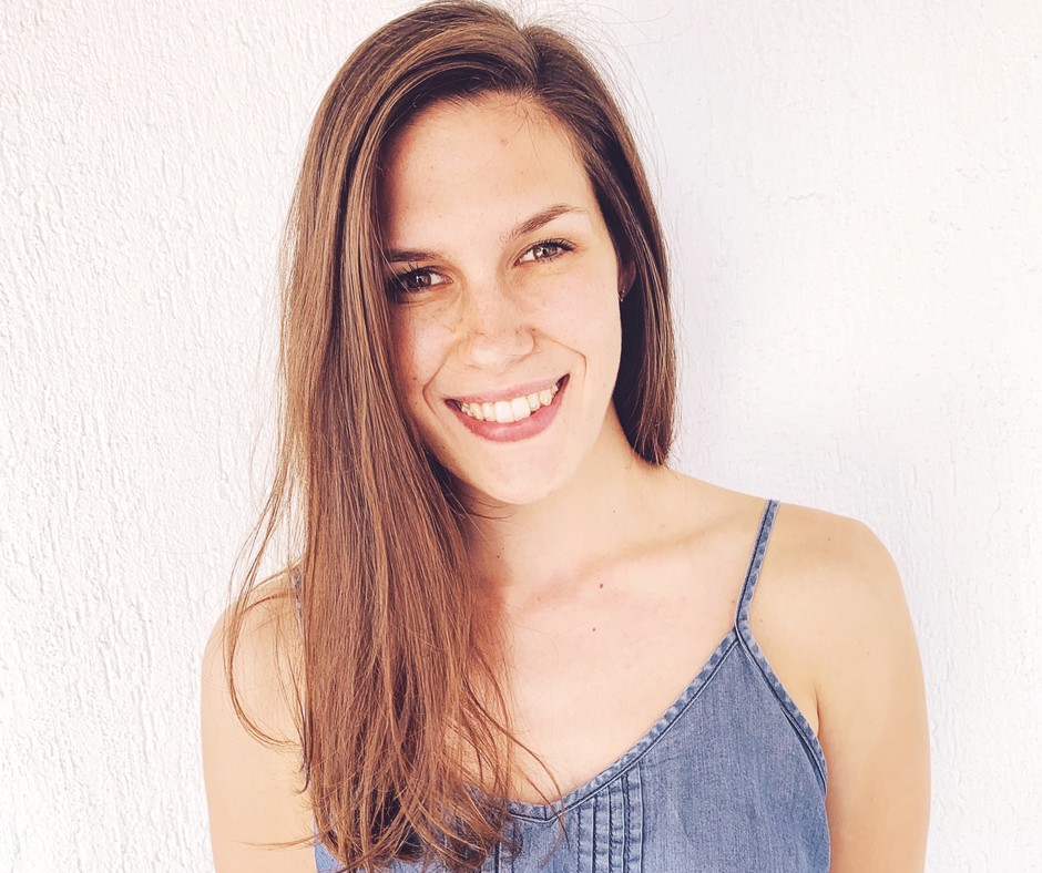 Spoznaj Saro Šobernik, mlado slovensko ustvarjalko ✍️, o kateri še boš VELIKOOO slišala (foto: Sara Šobernik osebni arhiv)