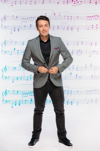 ... je zdaj pevec Alex Volasko svoji ljubezni Saši Lešnjek, zvezdnici slovenske Briljantine, obljubil večno zvestobo. (Se še spomniš njegove …