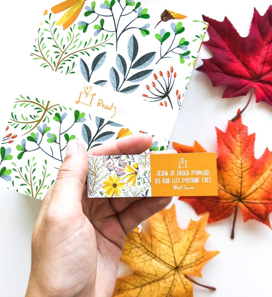 Slovenski Beauty Box se po poletnem 🏖️premoru VRAČA z najboljšo vsebino do zdaj 🤭(vemo, pogrešala si ga 🥰) (foto: Nina Skok)