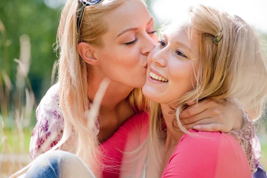 Kako se na kul način POVEŽEŠ z družino & hkrati še PRIHRANIŠ? Tretja možnost te bo na NOVO presenetila! (foto: PROFIMEDIA)