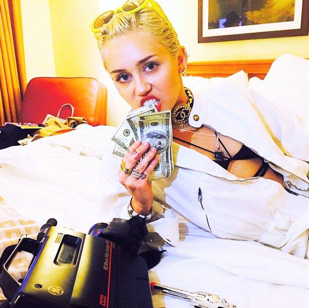 OMG! Si vedela, da če imaš v denarnici TOLE, naj bi to prinašalo revščino? (foto: Profimedia)