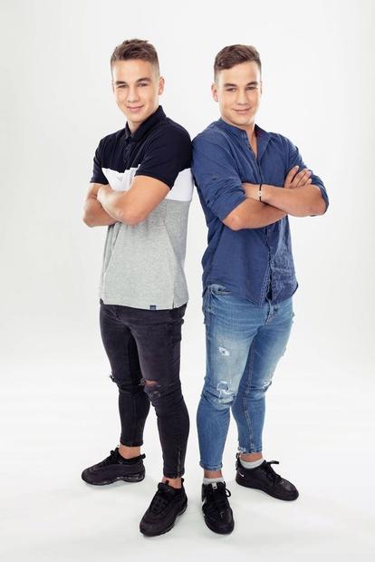 Zmagovalca resničnostnega šova Kmetija 2019, Tilen in Jan Klobasa, sta širni Sloveniji prirasla k srcu tudi zaradi svojega videza, s …