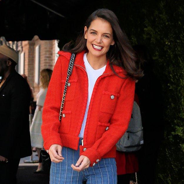 Pozabi na dolgočasne kavbojke, Katie Holmes je našla TOP hlače te zime (foto: Profimedia)