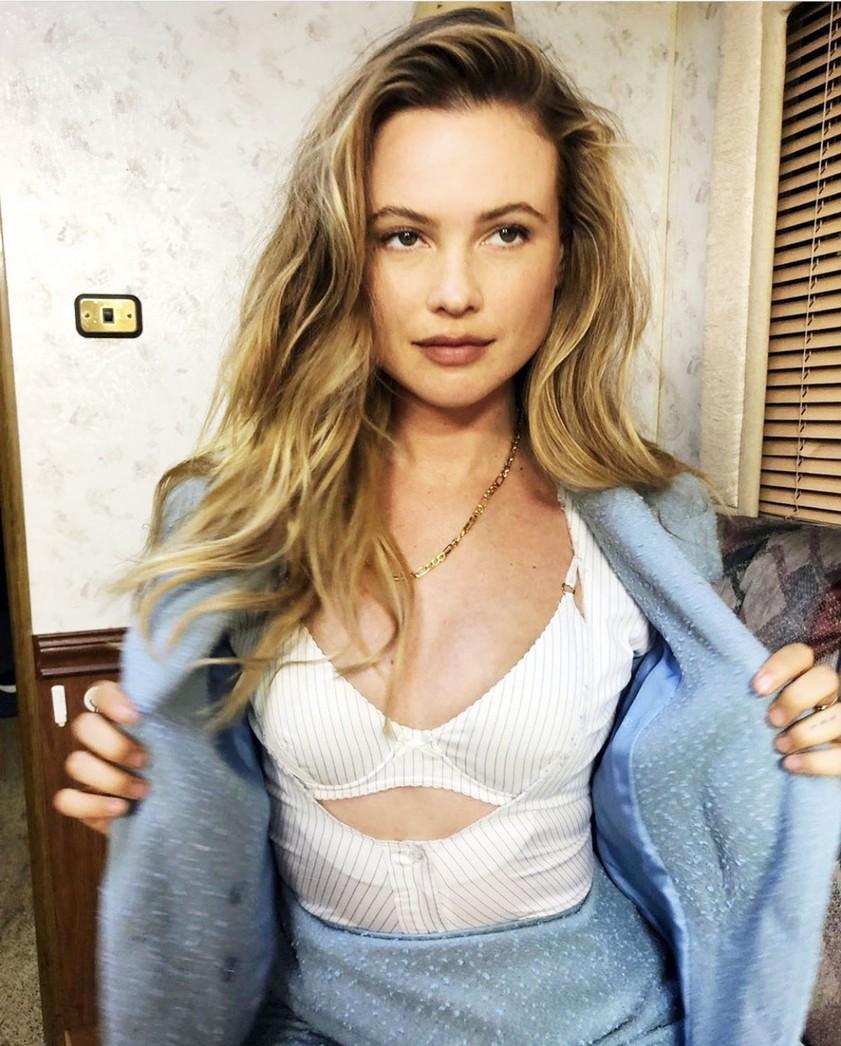 Ta GLAMUROZNA Zarina majica je obnorela Instagram (všeč ti bo cena!) (foto: Profimedia)