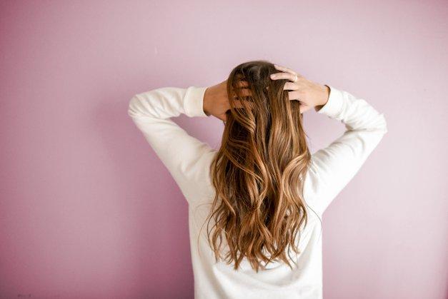 Imaš valovite lase? Na trgu je NOVOST, ki jih bo pomagala zravnati (foto: Unsplash.com/Element5 Digital)