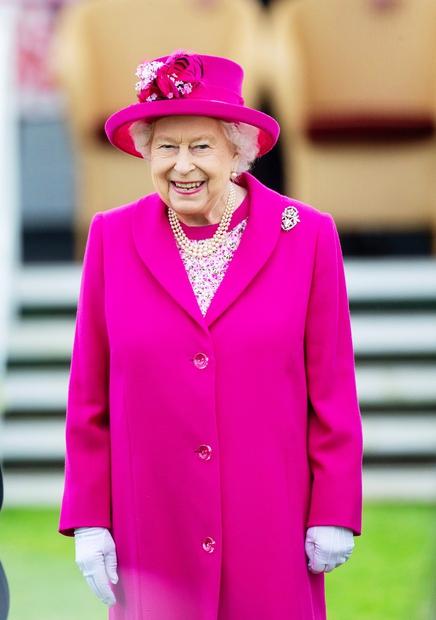 Kraljica Elizabeta II. bo tudi letos božične praznike preživela v širšem krogu svoje kraljeve družine in sicer v dvorcu Windsor, …