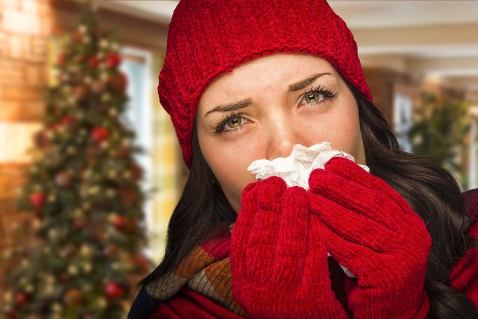 Si vedela, da te prehladno obolenje lahko hitreje ujame ravno med prazniki? Kako lahko ukrepaš? (foto: Shutterstock)