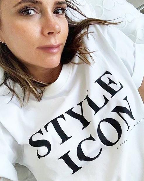 Victoria Beckham slovi po svojih enostavnih, enobarvnih in velikokrat tudi precej strogih stajlingih, ki pa jim je vedno skupna eleganca. …