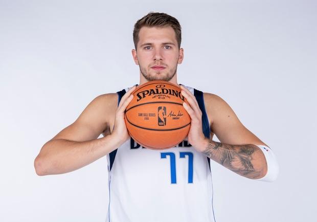 Luka Dončić je Slovencem prirasel k srcu ne le zaradi neverjetne igre, ki jo vsakič znova prikazuje na košarkaškem igrišču, …