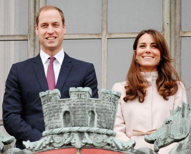 TEJ osebi princ William in Kate Middleton zaupata BOLJ kot kraljici (foto: Profimedia)