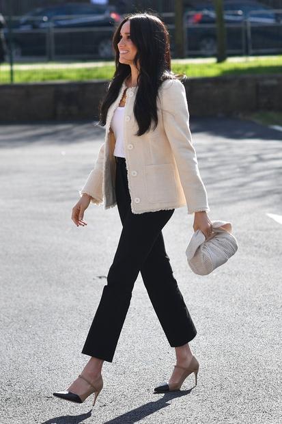 👉Blazer s srajco, elegantne hlače in visoke petke so preprosta, a klasična izbira, ki je res vedno dobra ideja! Nas …