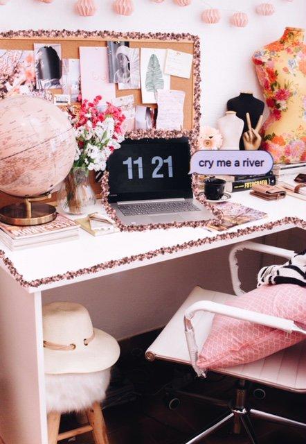 KARANTENA: Poglej, kakšne pisarne imamo Cosmo dekleta doma (in kaj počnemo!) #OstajamDoma (foto: Unsplash.com/Ella Jardim)