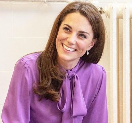 Kate Middleton nas je s svojo zadnjo modno izbiro naravnost očarala, ploskali pa so ji tudi še tako zahtevni modni …