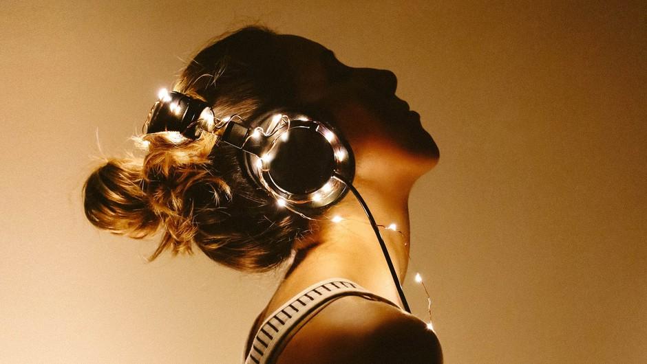 NASLEDNJI VIKEND: Ko ti ne moreš na party, COSMO party pride k tebi domov! (foto: Unsplash.com /  Charlotte Noelle)