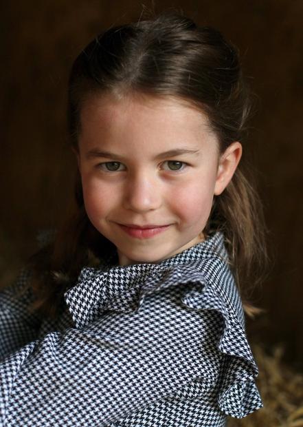 👉Mala princeska Charlotte je že prava lepotička, se strinjaš? Mama Kate se je pred kratkim tudi javno strinjala, da je …