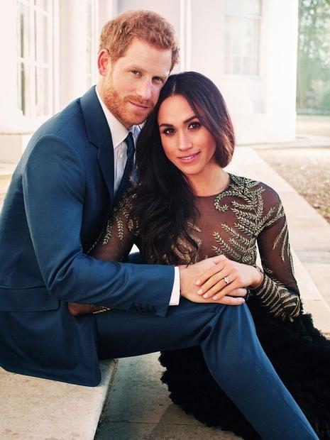 Meghan in Harry sta te dni praznovala drugo obletnico poroke, a najbolj romantično darilo je Meghan Harryju že podarila! In …
