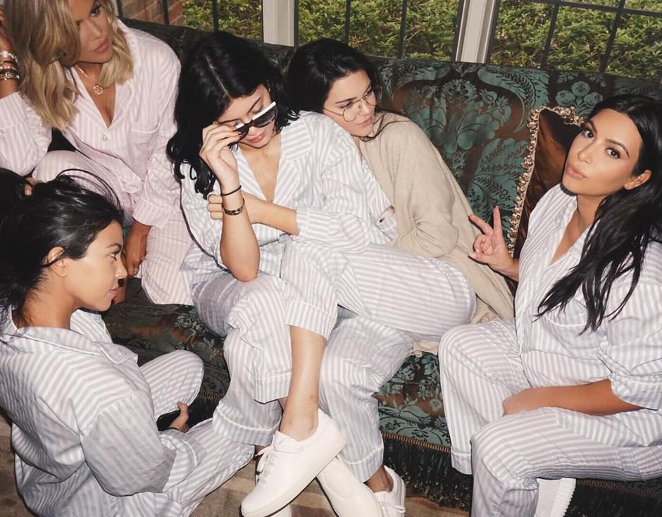 'NE snemajo PRAVIH zunanjosti svojih domov' (+19 NORIH skrivnosti V koraku z družino Kardashian) (foto: Profimedia)