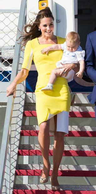 👉Rumena obleka, ki jo vojvodinja naravnost obožuje, je v javnosti priljubljena predvsem zaradi svoje zanimive in elegantne oblike, princu Williamu …