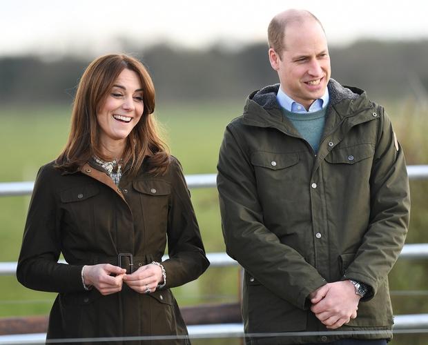 Kate Middleton je ponovno navdušila modne poznavalce, saj je za 'Zoom' sestanek oblekla eno svojih najljubših oblek, ki smo jo …