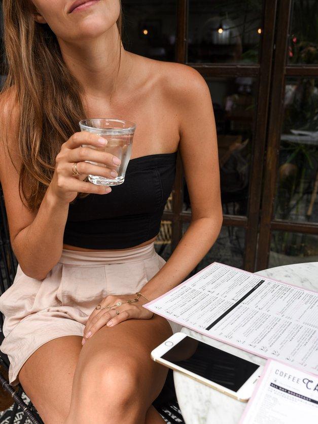 Ali ti pitje vode pomaga shujšati? Razkriva slovenska fitnes trenerka (foto: Unsplash.com/Pontus Ohlsson)