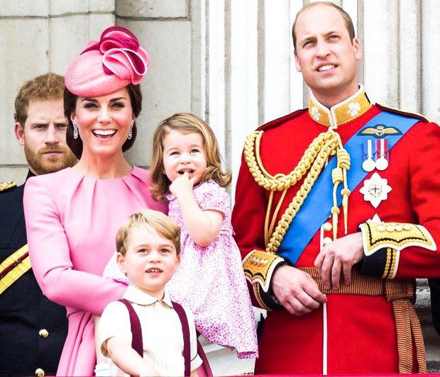Kate Middleton in princ William sta že velikokrat javno poudarila, da za svoje otroke želita čim bolj normalno otroštvo, kolikor …