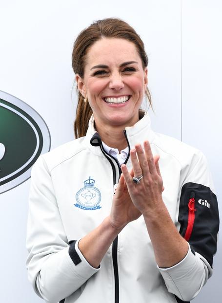 Kate Middleton je princa Williama med drugim osvojila tudi s svojim črnim smislom za humor, ki se včasih prelevi v …