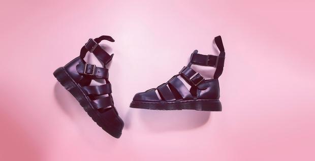 Bosi podplati v tvojih najljubših čevljih in vroče temperature so lahko pravi recept za hudoooo potenje tvojih nog! 😬 A …