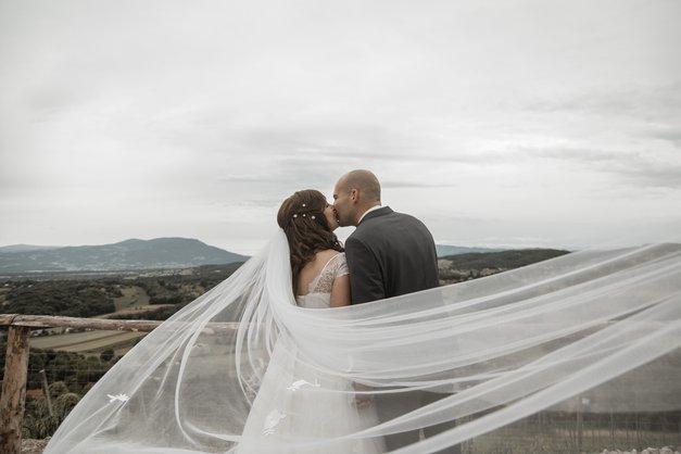 FOTO in VIDEO s poroke: Spoznala sta se na ona-on.com, zdaj pa sta si dahnila usodni DA (njuna zgodba je kičasto lepa😍) (foto: PROMO)