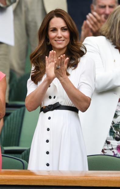 Kate Middleton je ponovno dokazala, da je prava modna ikona! Na zadnjem uradnem kraljevem dogodku je namreč čisto vse presenetila …