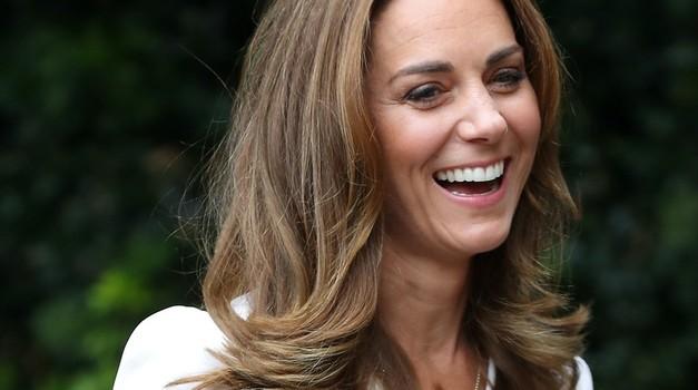 O, uau! Kate Middleton na video klicu razkrila svojo NOVO pričesko (in ja, krasna je!) (foto: Profimedia)
