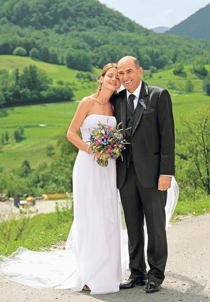 Janez Janša in njegova Urška sta si večno ljubezen obljubila leta 2009, na cerkvenem obredu v Drežnici nad Kobaridom. Tako …